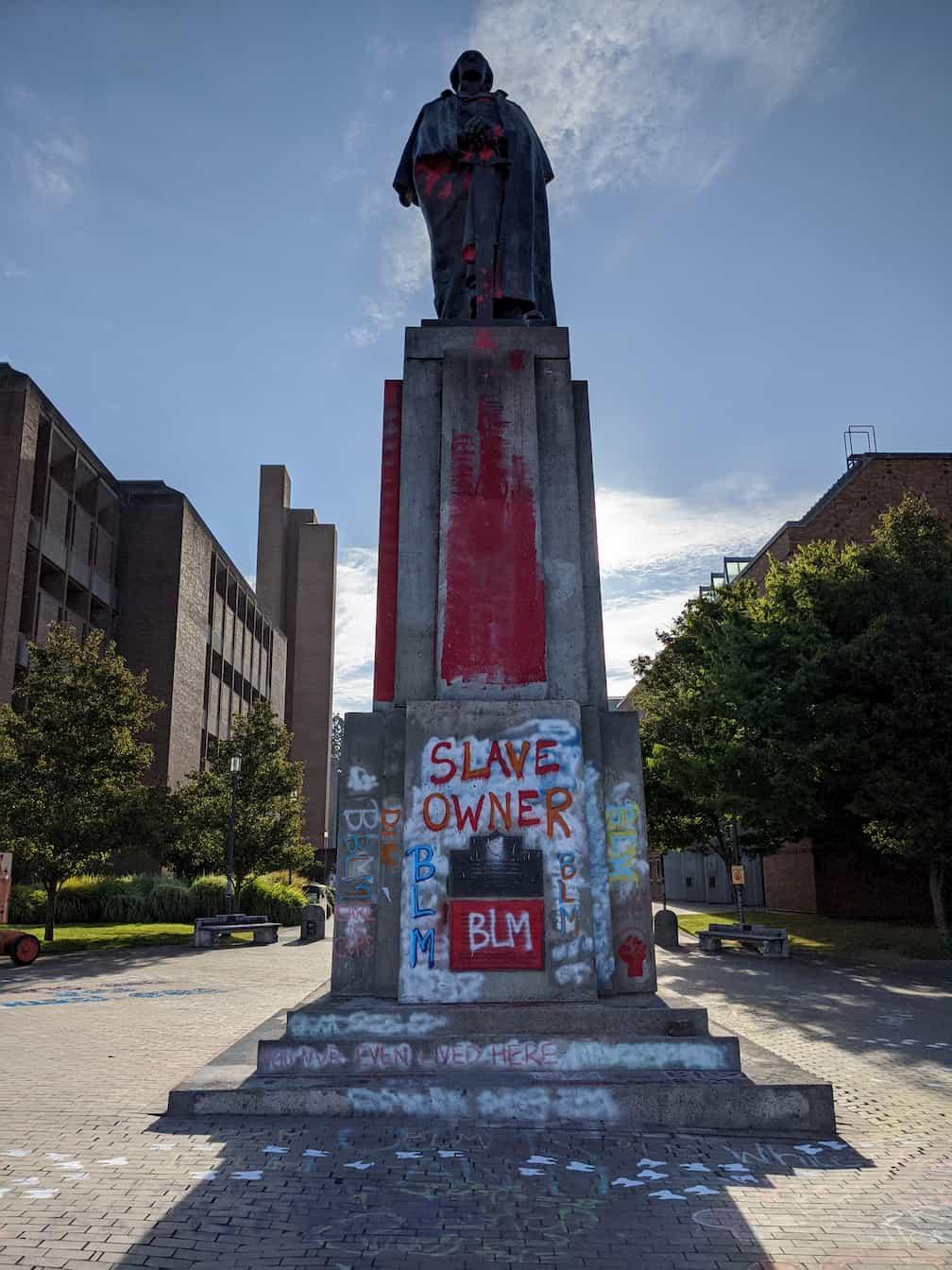 vandalized Washington statue